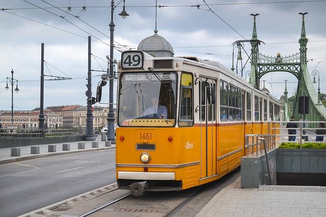 49-es budapesti villamos a Fővám téren