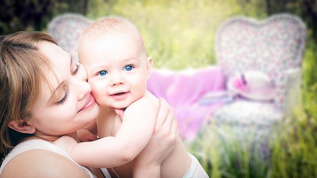 nő kisbabával