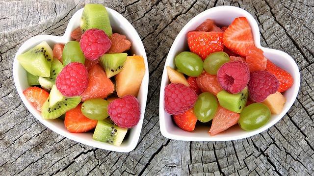 két kis tál gyümölcskeverék