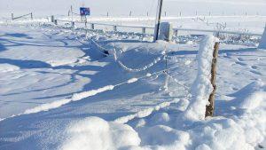 Hóval fedett utca képe