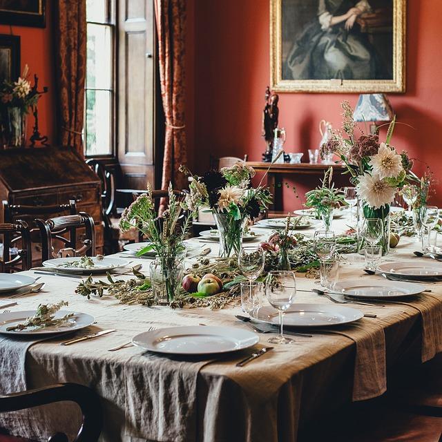 terített asztal 12 személyre