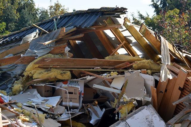 összeomlott ház