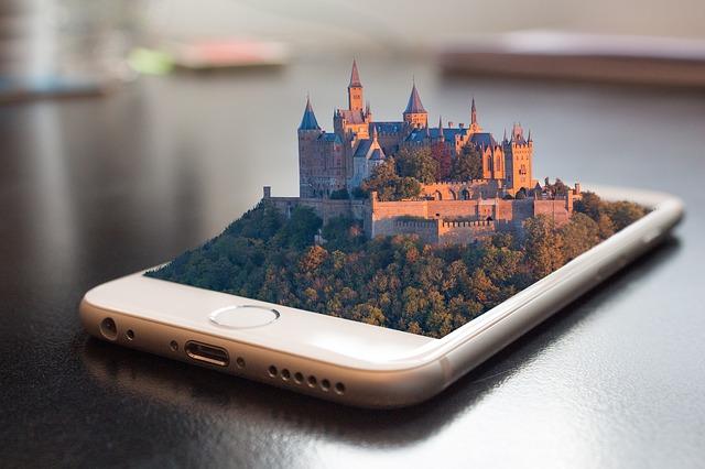 mobiltelefonból kimagasodó Hohenczoler kastély