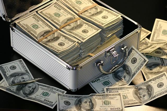 egy bőröndnyi pénz